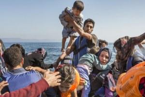 refugiados llegando a grecia